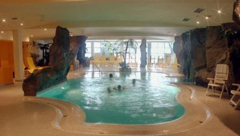 hotel-belmont_hallenbad._01