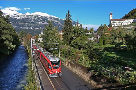Per Bahn und Bus durch die Schweiz